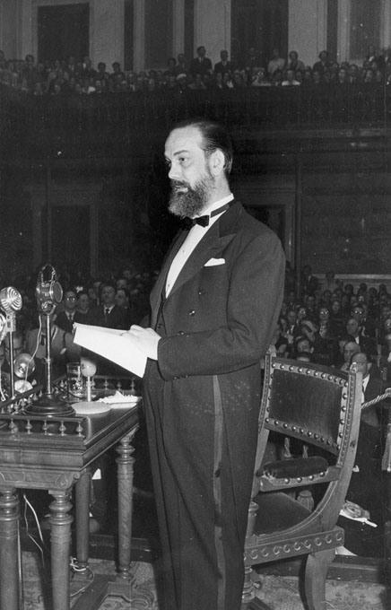 Cela pronunciando el discurso de entrada en la Real Academia Española, 1957