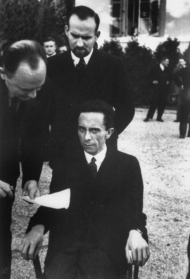 La mirada de odio de Goebbels en la foto de Eisenstaedt