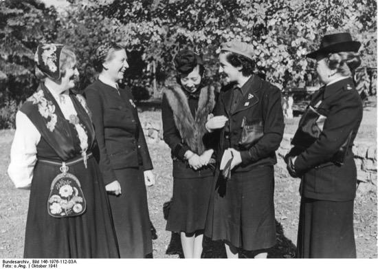 El plan para casar a Hitler con Pilar Primo de Rivera