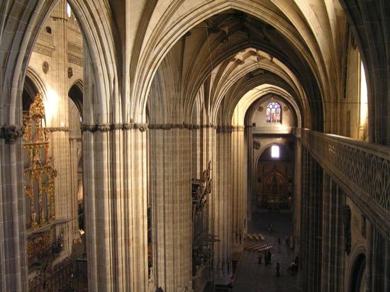 ¿Cuál es la diferencia entre catedral, basílica, iglesia, abadía y monasterio?