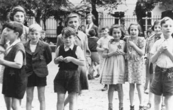 Theresienstadt, el campo en el que los nazis engañaron a la Cruz Roja