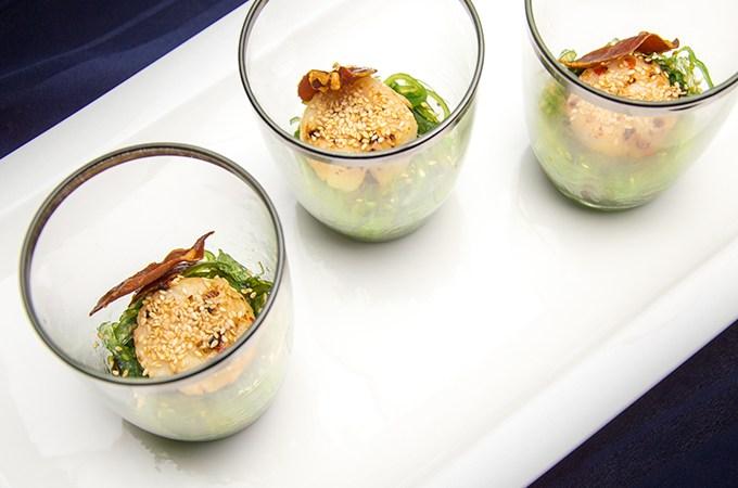 Coquille met zeewier en sesam