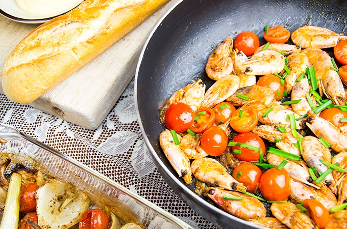 Geflambeerde garnalen in Pastis met venkel en stokbrood