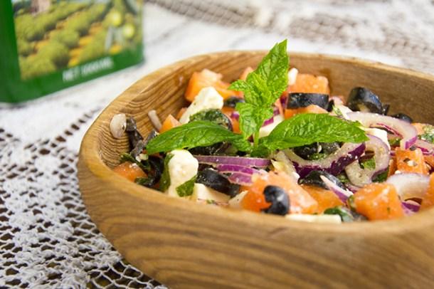 Griekse salade met meloen en feta
