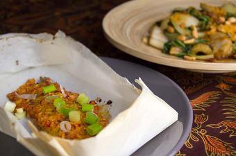 Makreel met boemboe, paksoi en seroendeng