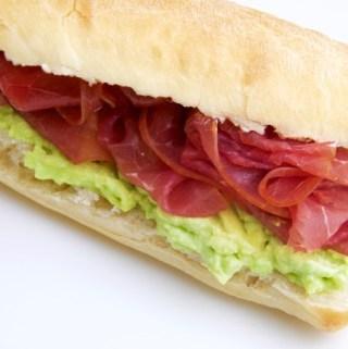 Recept Gezonde sandwich met avocado en rookvlees