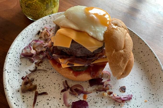 Recept Hamburger met gebakken ei
