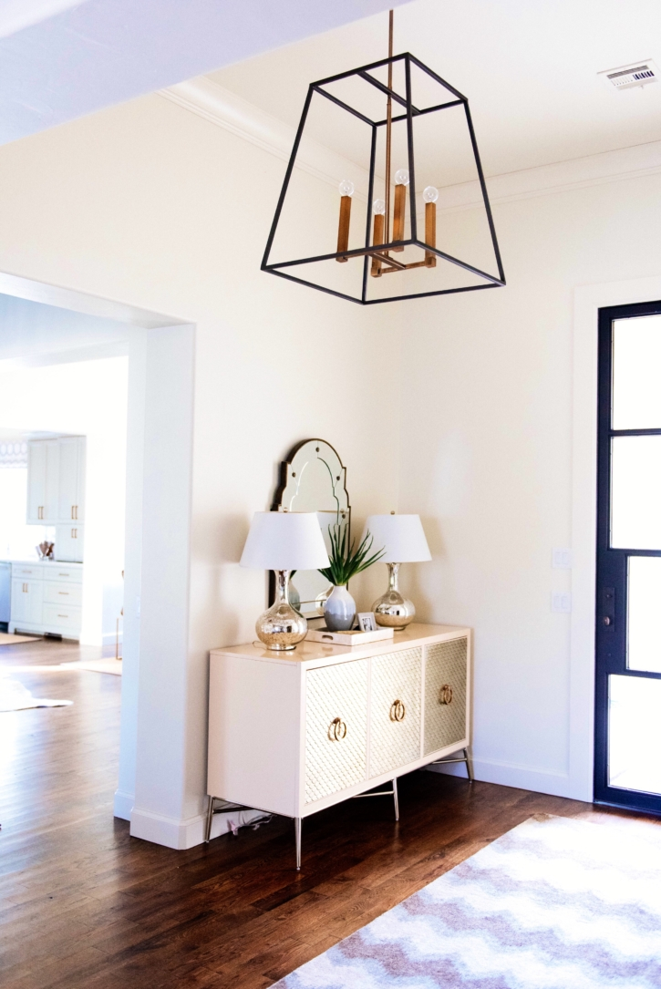 Gentil How To Decorate Console Table Featured By Popular Oklahoma Lifestyle  Blogger, Curls And Cashmere