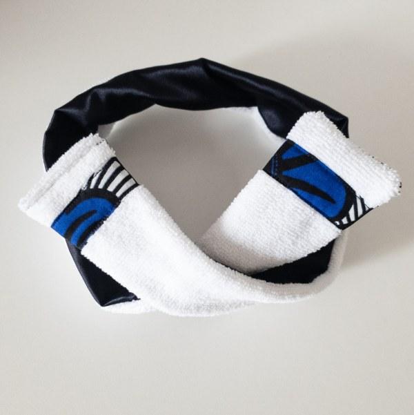 bandeau de sport et cosmétique en satin et éponge curly nights blanc