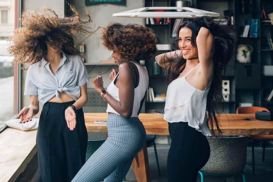 comment avoir des boucles définies sans frisottis cheveux crépus, frisés, bouclés