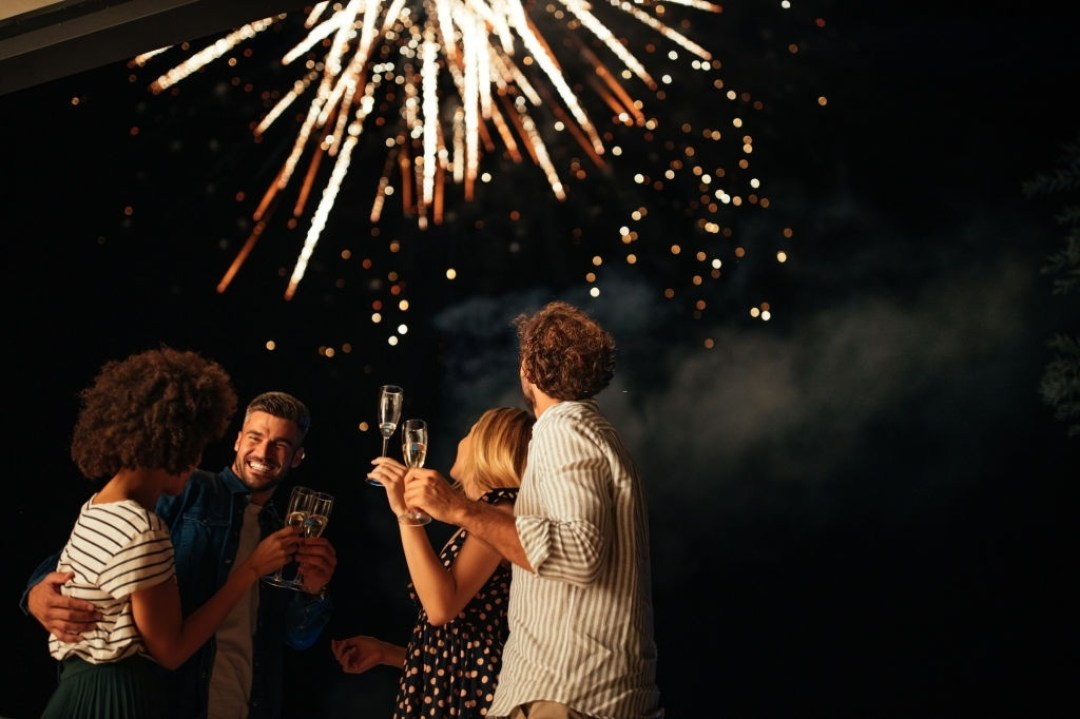 90 Romantic New Year Messages for Lovers with Stimulating Words