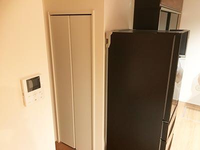 リビング収納パントリー折れ戸