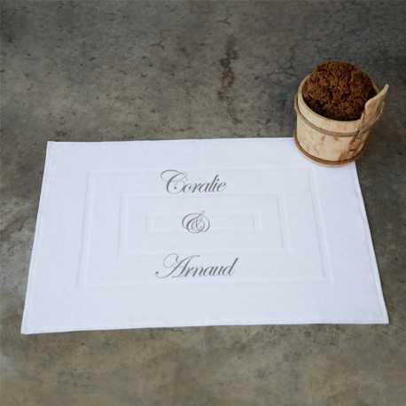 tapis de bain eponge brode avec prenoms initiales et textes personnels