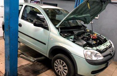 Opel Corsa - Na podnośniku