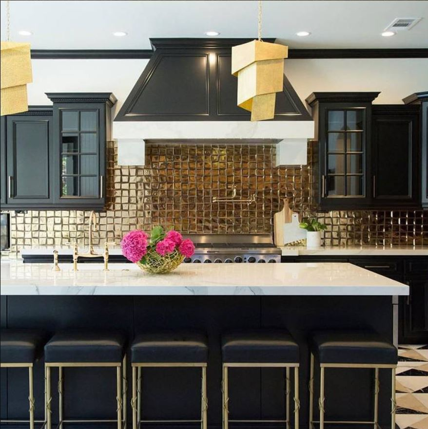 A high contrast kitchen design with a bold gold tile backsplash for dazzling visual impact. (Source: Design Hound)