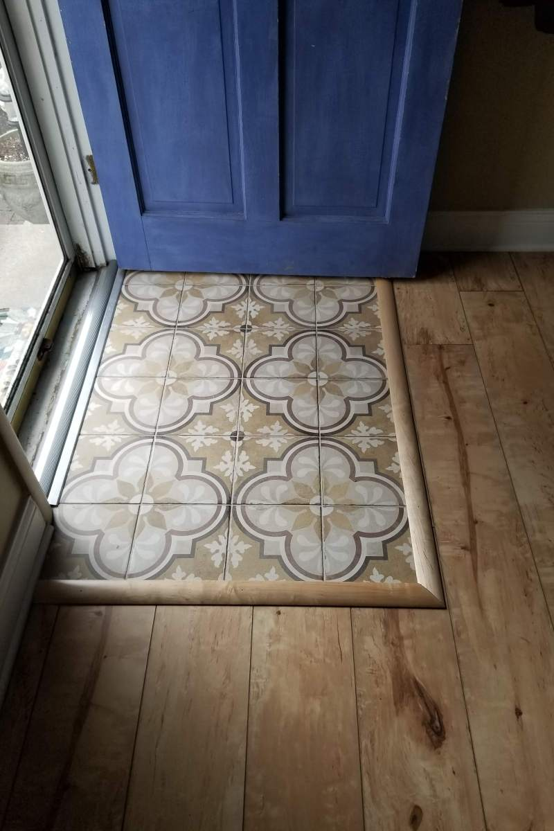 Daltile Quartetto Warm Blend Tile (QU12) and Mannington Riverside Laminate in Pearl
