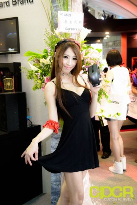 computex-2015-ultimate-booth-babe-gallery-custom-pc-review-115