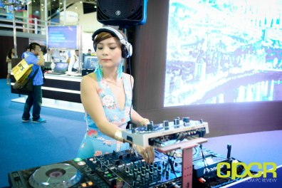 computex-2015-ultimate-booth-babe-gallery-custom-pc-review-57