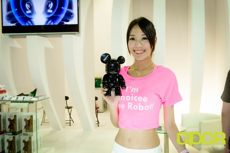 computex-2015-ultimate-booth-babe-gallery-custom-pc-review-60