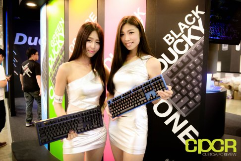 computex-2015-ultimate-booth-babe-gallery-custom-pc-review-65