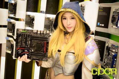computex-2015-ultimate-booth-babe-gallery-custom-pc-review-97