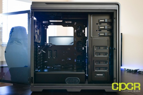 phanteks-luxe-tempered-glass-edition-full-tower-pc-case-custom-pc-review-12