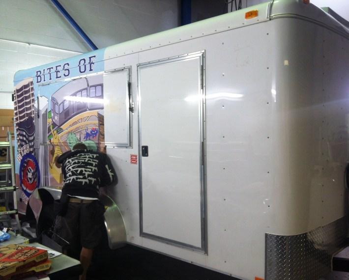 bites of chicago food trailer-09