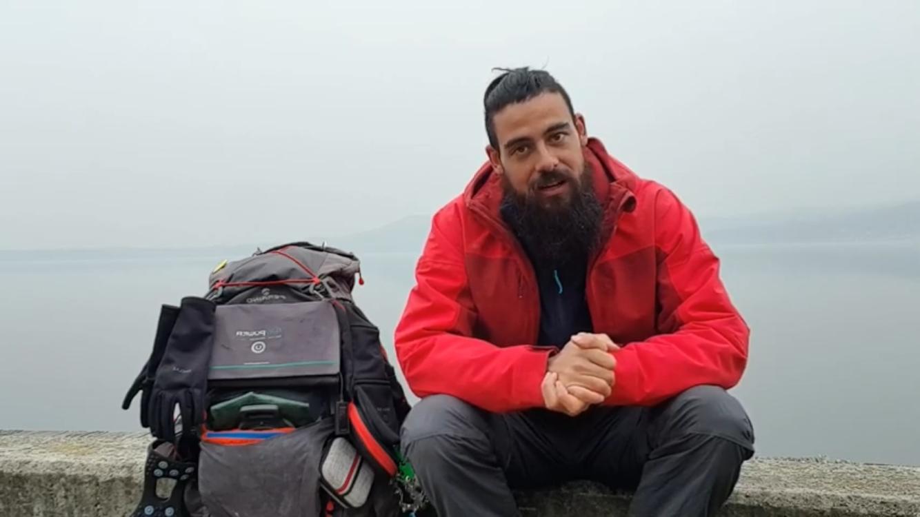 Nazario Nesta, il 28enne che sta percorrendo a piedi l'intero perimetro italiano. VIDEO