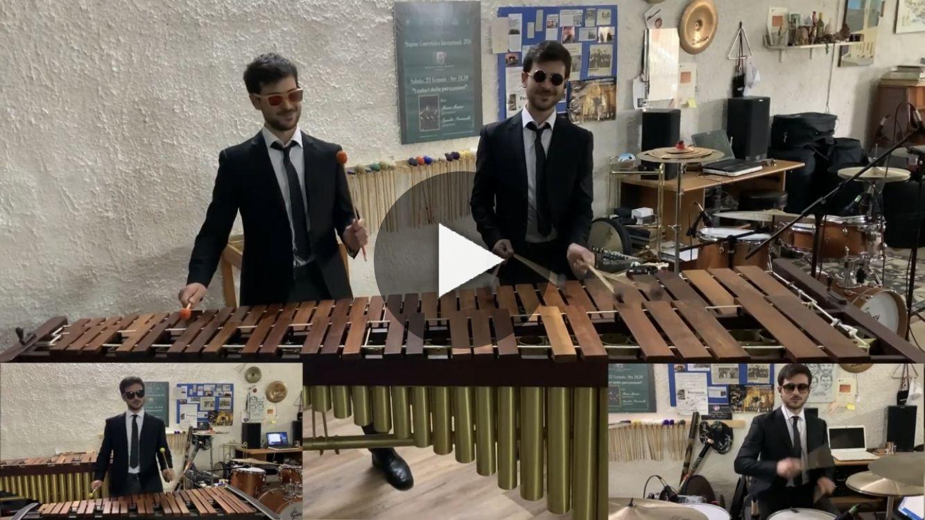 """Il percussionista marsalese Mauro Marino si fa in cinque per suonare """"Coffin Dance"""""""