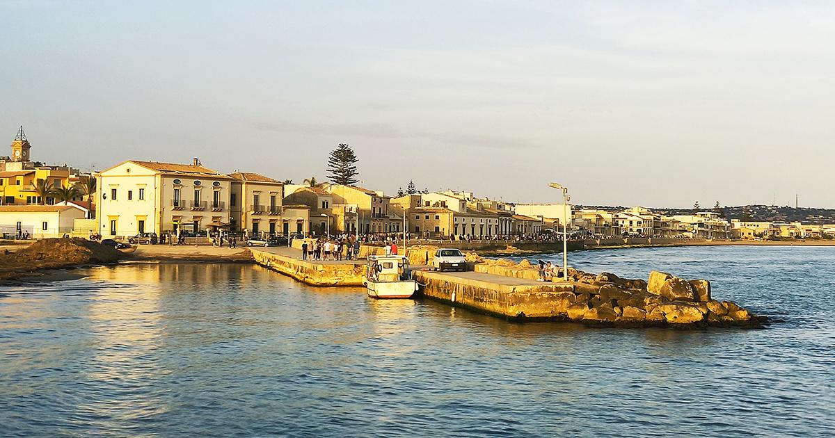 Donnalucata, dove il mare cristallino s'incontra con il fascino del barocco siciliano
