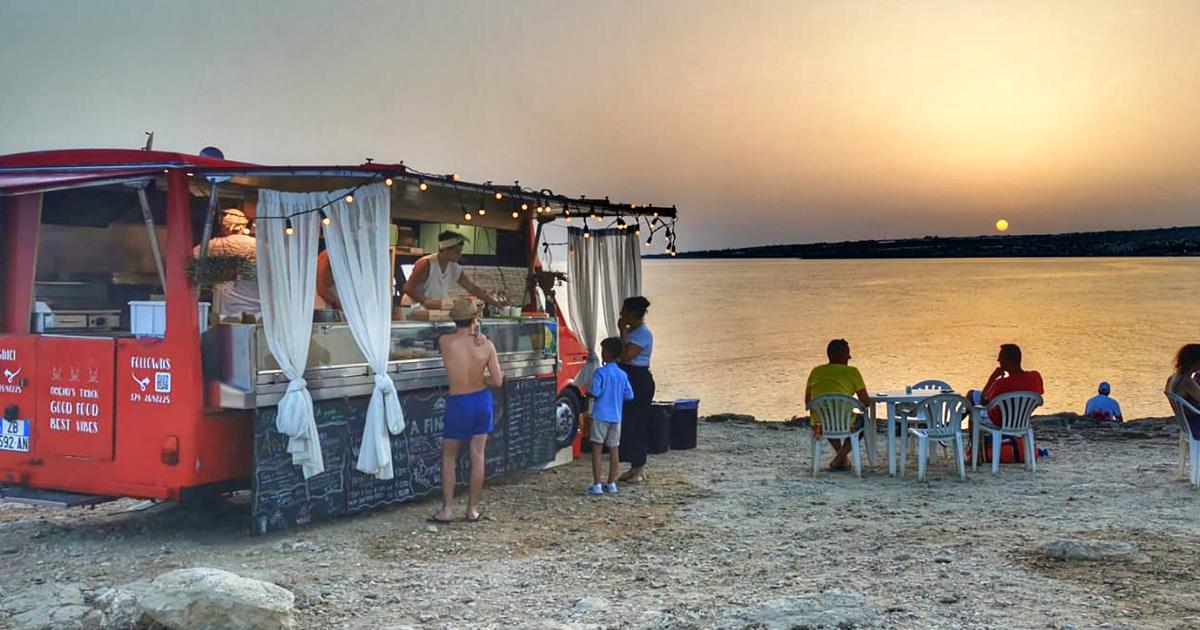 'A finestra cucina nomade. Il food truck siciliano davanti ai tramonti più belli dell'isola