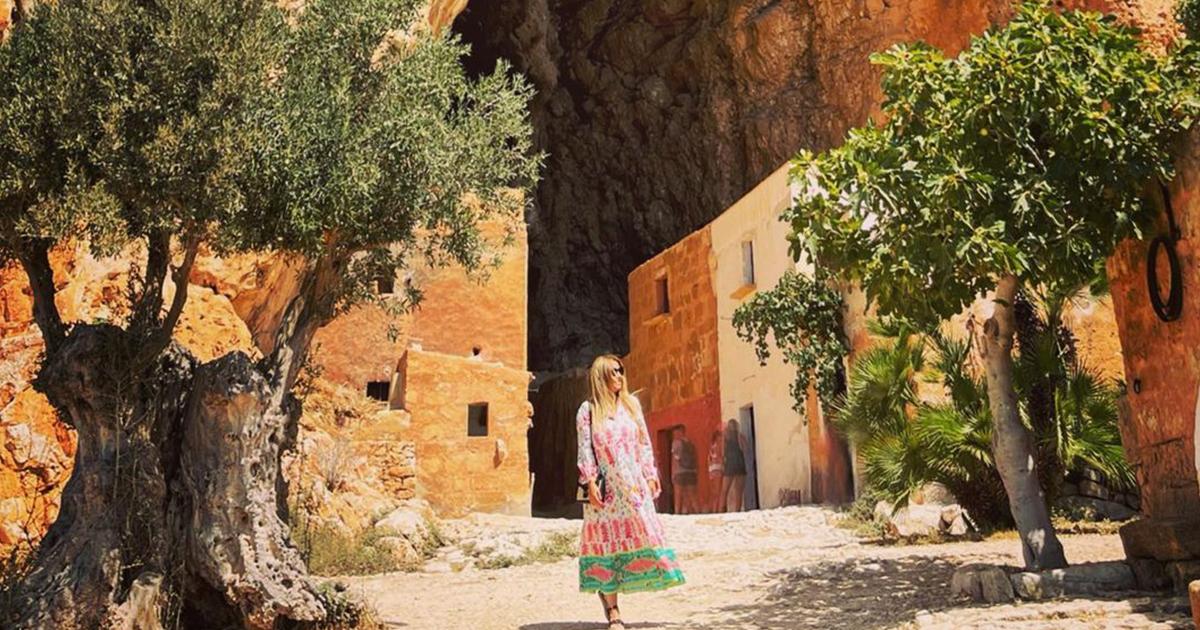"""La Lucarelli innamorata della Grotta Mangiapane. """"Uno dei presepi viventi più belli del mondo"""""""