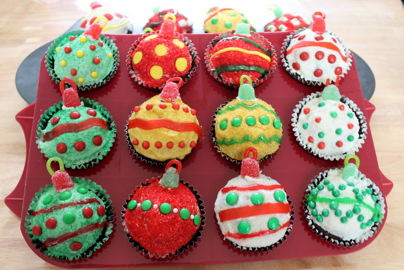 Cute Christmas Decorating Ideas For Cupcakes