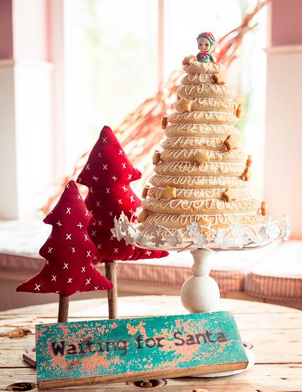 Mein fertiger weihnachtlicher Kransekake Kuchen aus Dänemark / Norwegen
