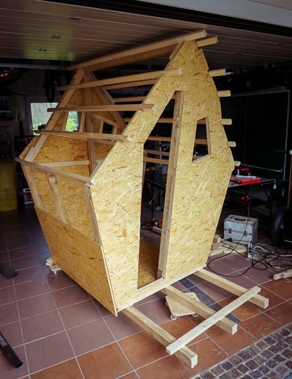 Die Wichtel der Weihnachtswerkstatt vom Cafe Burghof bauen gerade die neue Poststelle