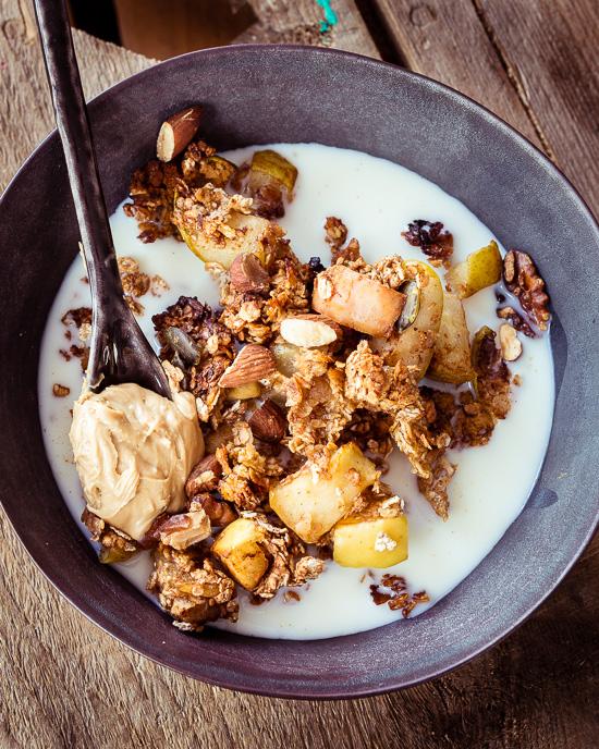 Heute gibt es selbstgebackenes Müsli / Granola zum Frühstück.