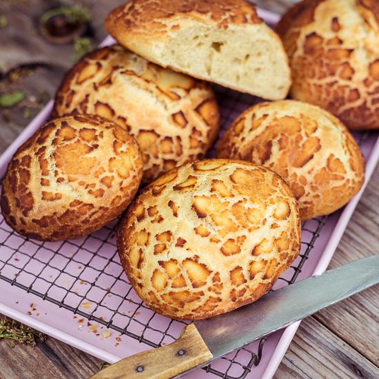 Das Tijgerbrood / Tigerbrot bekommt seine tollen Flecken durch eine spezielle Paste