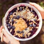 Porridge mit frischem Blaubeerkompott