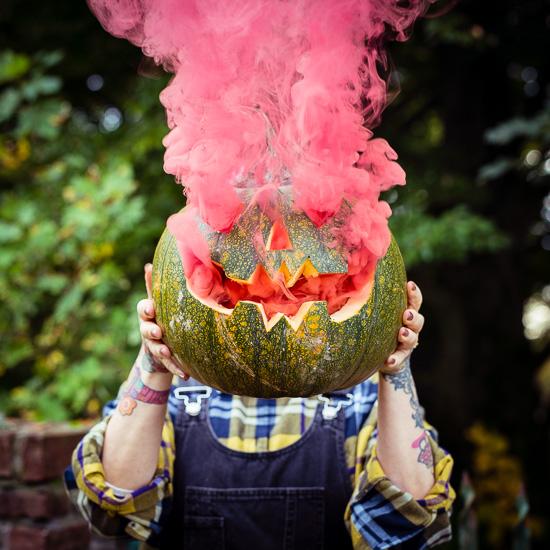 Für Halloween habe ich mal Kürbisse mit ner Rauchbombe ausprobiert