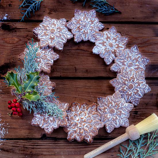 Bei uns gibt´s heute diesen Adventskranz aus Gingerbread Keksen.