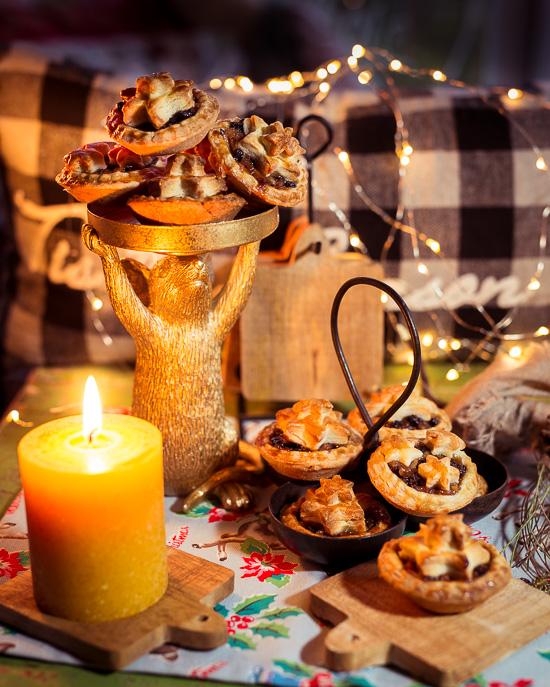 Das Rezept für diese Weihnachtlichen Mini Pies findest Du in meinem Buch School of Baking