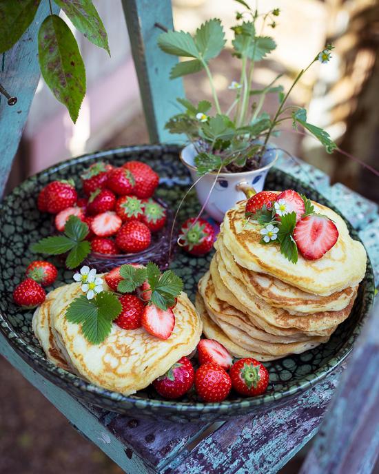 Heute gibts zum Frühstück Pancakes mit Erdebeeren