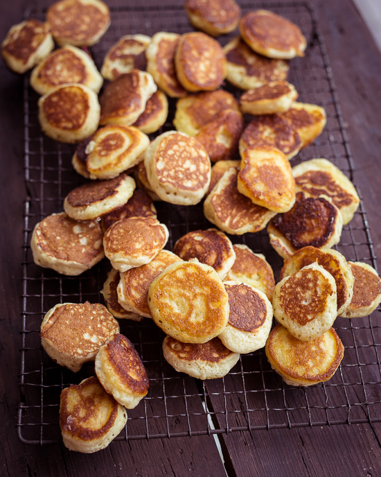 Zuerst habe ich diese kleinen Pancakes dafür aufegbacken