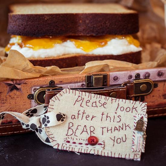 Das Rezept für diesen Paddington Bear Sandwich Kuchen aus Backen Mit Love