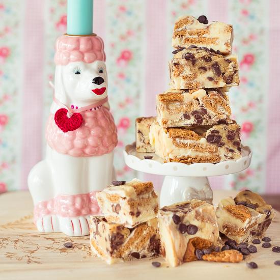 Das Cookiedough Fudge Grundrezept findest Du auch in Backen Craft und Rote Katze