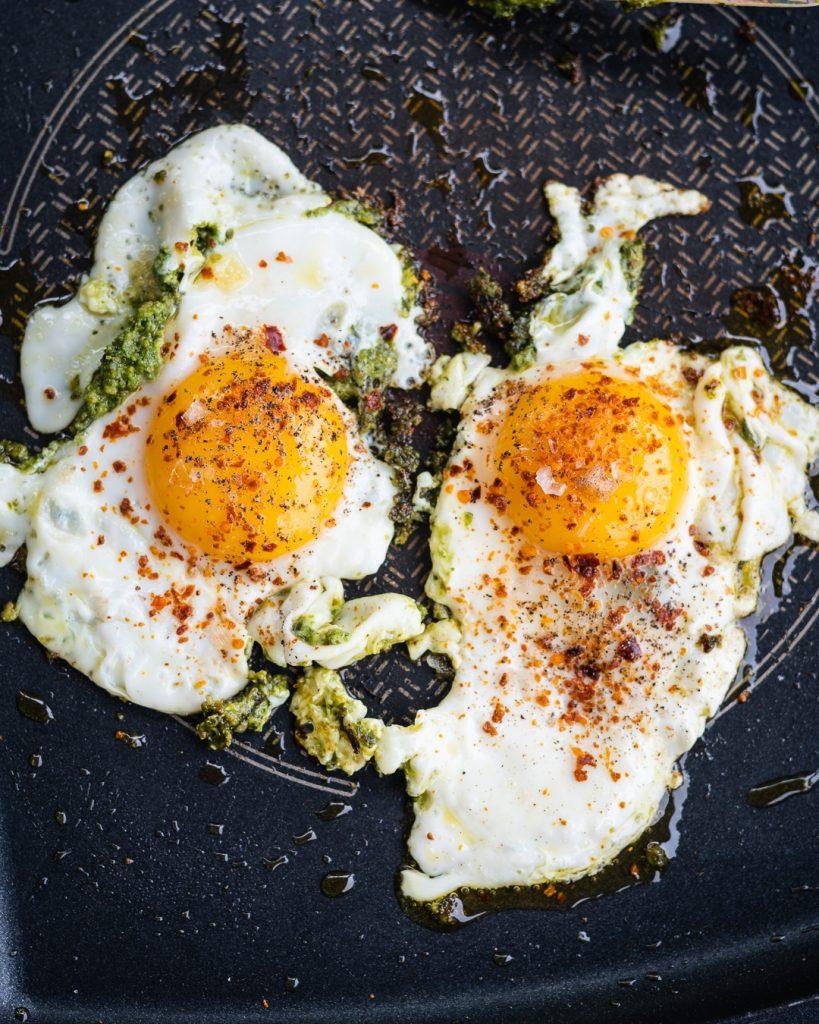 Bei den Pesto Eiern aufpassen, dass das Pesto nicht vebrennt