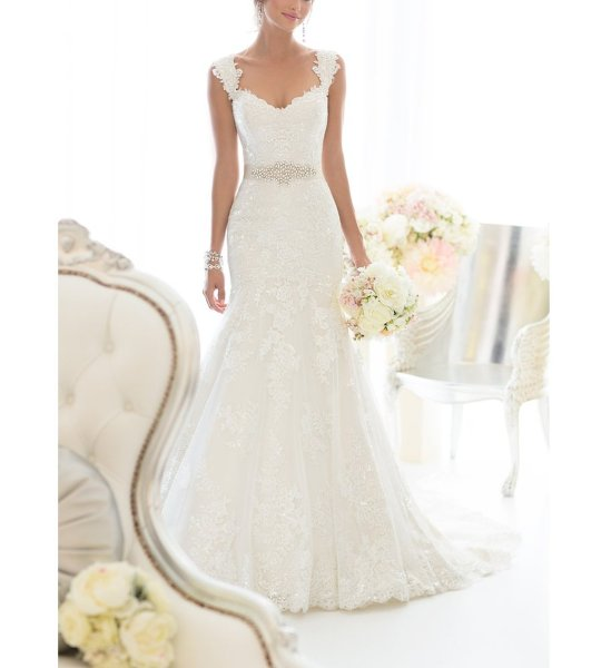 Elegant Off-Shoulder Crystal Lace Wedding Dress