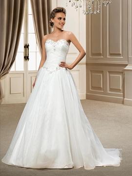 Fashionable A-line Sweetheart Organza Beading Chapel Train Wedding Dress