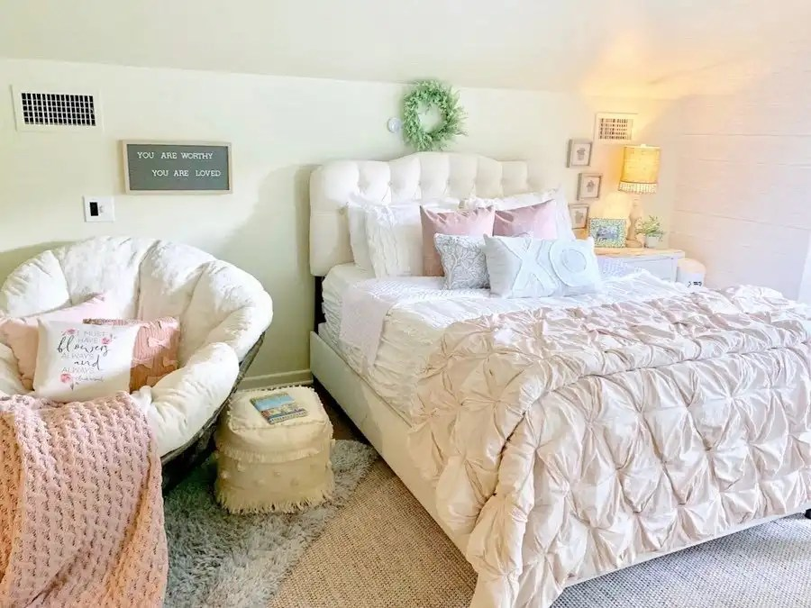These teenage girl bedroom ideas for a cozy space.