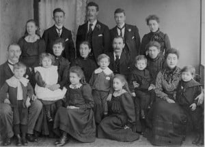 Neal family plus in-laws and grandchildren 1902